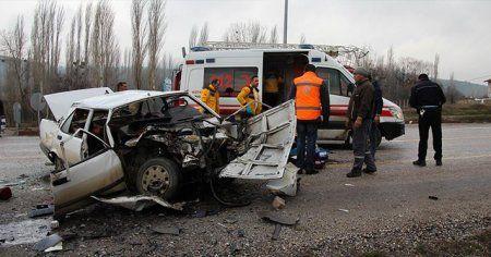 Kütahya'da korkunç kaza: 1 ölü 13 yaralı