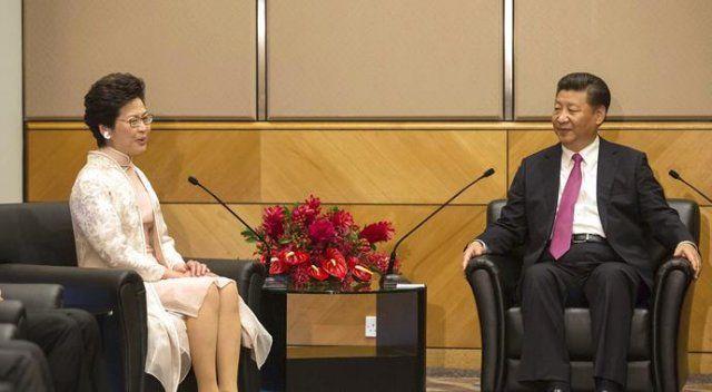 Hong Kong'un yeni lideri görevine başladı