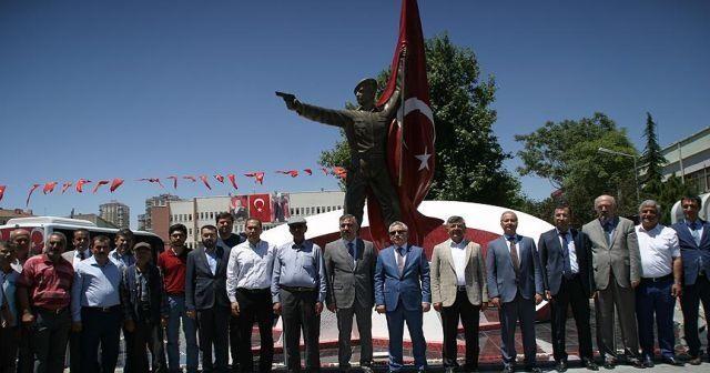 Şehit Ömer Halisdemir heykeli memleketi Niğde'de törenle açıldı