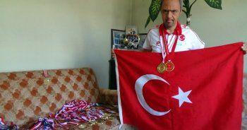 51 yaşındaki down sendromlu yüzücünün 51 madalyası var