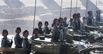 Çin'de 12 bin asker ve 100'den fazla uçakla gövde gösterisi