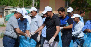 Mehmetçik'in katılımıyla Van Gölü sahilinde temizlik kampanyası