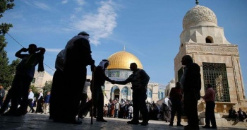 Mescid-i Aksa'nın tüm kapıları açıldı, Filistinliler Harem-i Şerif'e girdi