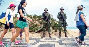 Rio'nun gecekondu mahallelerine 3 bin 500 asker yerleştirildi