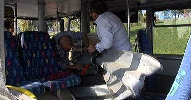 Bariyerler özel halk otobüsüne ok gibi saplandı