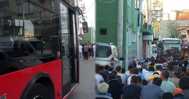 Cemaat yolda namaz kıldı, halk otobüsü kontak kapattı