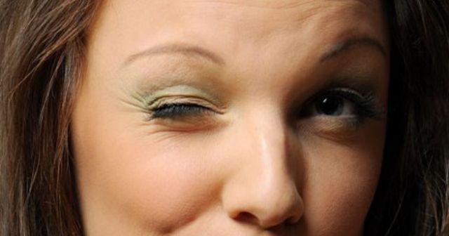 Sol Göz Kapağı Seyirmesi ve Sol Gözün Atması neden olur? Nedenleri Ve Tedavisi nasıl yapılır