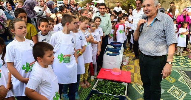 Yüz çocukla turşu kurma rekoru kırıldı