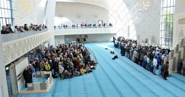 Almanya'daki Köln Merkez Camisi'ne yoğun ilgi