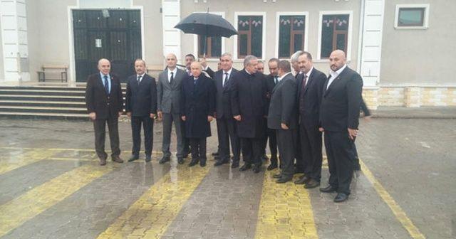 MHP Genel Başkanı Bahçeli, Ülkü Ocakları'nın yaptırdığı okulu ziyaret etti