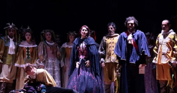 'Maskeli Balo' operası sahnelendi