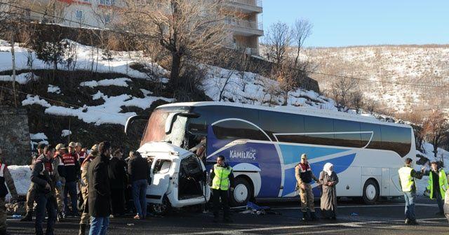 Bingöl'de yolcu otobüsü hafif ticari araçla çarpıştı: 4 ölü, 7 yaralı