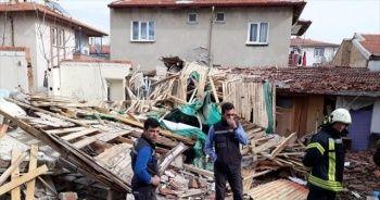 Doğalgaz patlamasında tek katlı ev çöktü: 2 yaralı