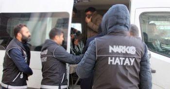 Hatay'da 2 kilogram takoz esrar ele geçirildi