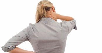 Geçmeyen sırt ağrıları 'kamburluk' habercisi olabilir