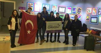 Liseli Türk Öğrenciler Almanya'dan Şampiyonlukla Döndüler
