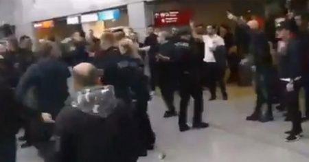 PKK yandaşları Almanya'da Türk yolculara saldırdı