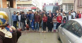 Fatih'te su borusu patladı, çok sayıda evi su bastı