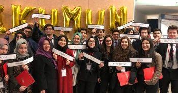 İhlas Koleji öğrencilerinden büyük başarı, İKUMUN18'den ödülle döndü