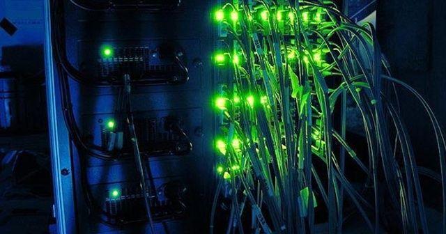 Almanya'da mahkemeden BND'ye internet şebekelerini izleme izni