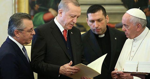 Cumhurbaşkanı Erdoğan, Papa Franciscus ile telefonda görüştü