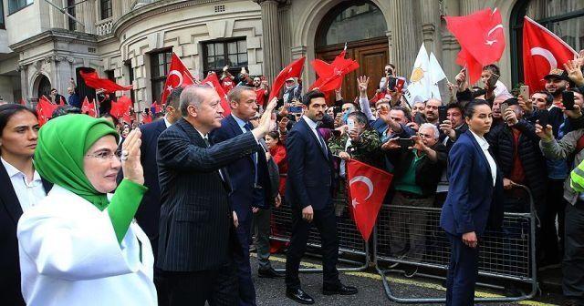 İngiltere'deki Türklerden Erdoğan'a sevgi gösterisi