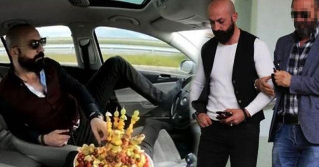 Trafikte meyve tabağı ve tespihle seyreden sürücü gözaltına alındı