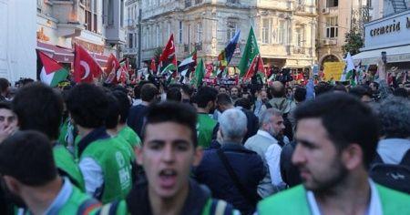İstanbul'da binlerce kişi Kudüs için ayakta