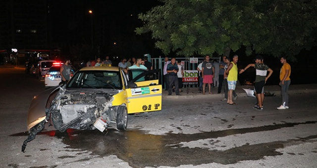 Otomobil kanala düştü: 3 yaralı