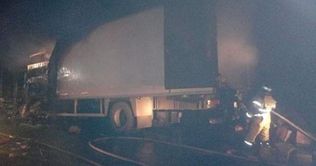 Rusya'da tır karşı şeritteki 6 otomobile çarptı