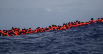 Akdeniz'de göçmen faciası: 100 kişi öldü
