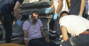 Bayrampaşa'da lastiği patlayan servis minibüsü devrildi