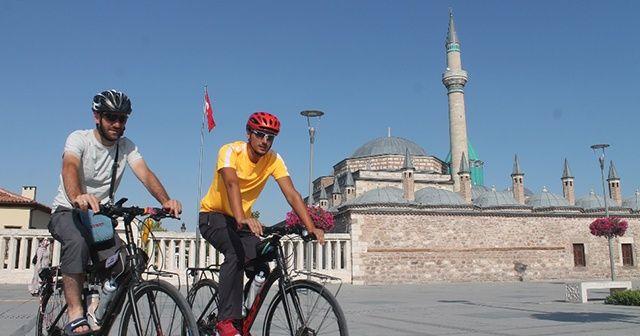 Kutsal topraklara bisikletli yolculukta Mevlana ziyareti