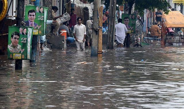 Pakistan'da şiddetli yağışlarda ölenlerin sayısı 18'e çıktı
