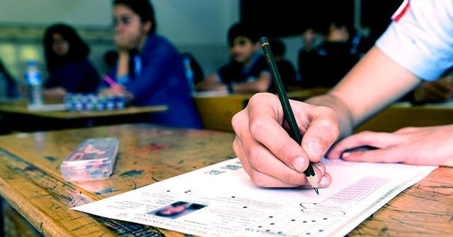 YKS'ye giren Mithat sınavda acıkmaktan korktu