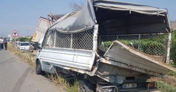Aydın'da park halindeki kamyonete tır çarptı