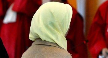 Belçika'da sokak ortasında başörtülü kıza vahşice saldırdılar