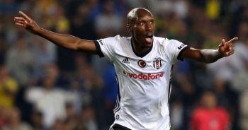 Beşiktaş'ta Atiba 1+1 yıllık imzalıyor