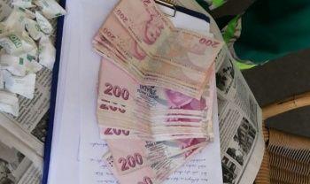 Çöpten 4 bin lira çıktı