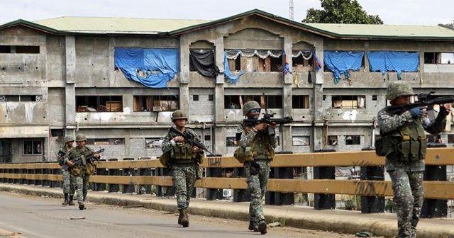 Filipinler'de ordu ile isyancılar arasında çatışma