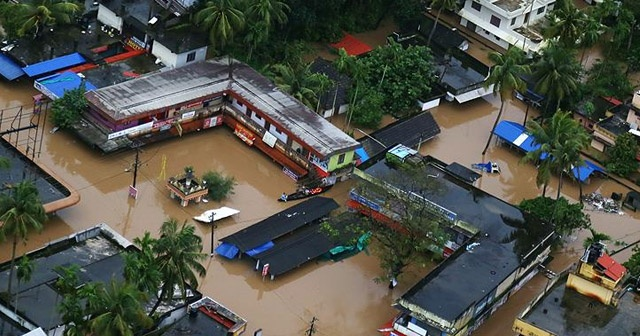 Hindistan'daki sel felaketinde ölü sayısı yükseliyor