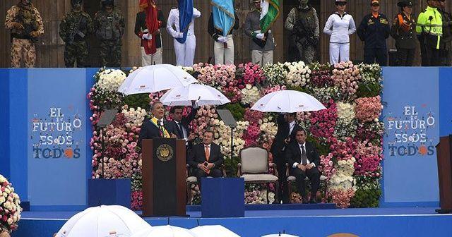 Kolombiya'nın en genç devlet başkanı göreve başladı