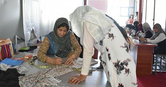 TİKA'nın kurslarına katılan Afgan kadınlar sertifikalarını aldı
