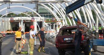 Avrasya Tüneli girişinde otomobil devrildi!