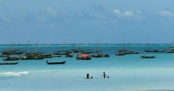 Zanzibar beyaz kumsalı mavi okyanusuyla ilgi çekiyor