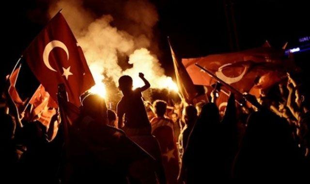 'Darbeciler ilk kurşunu Türk bayrağına sıktı'