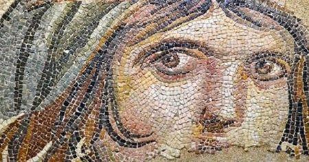 Çingene Kızı mozaiğinin parçaları Türkiye'ye getirildi