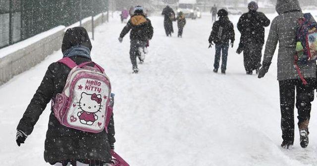 Ankara'da kar yağışı nedeniyle eğitime bir gün ara verildi