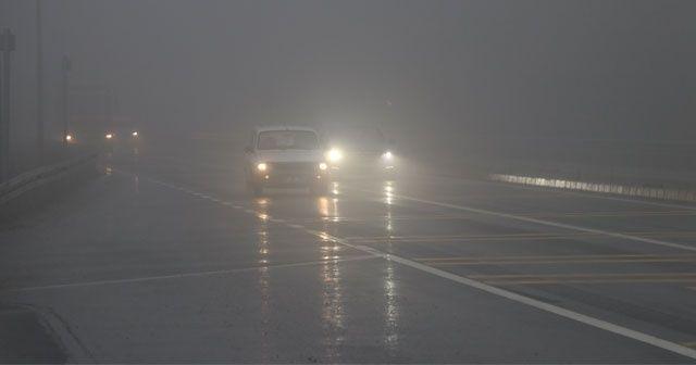 Bolu Dağı'nda sis ve sağanak nedeniyle göz gözü görmüyor