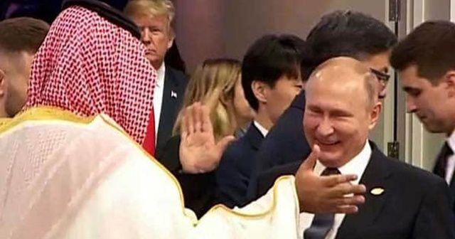 Çok konuşulan selamlaşma için Kremlin'den açıklama